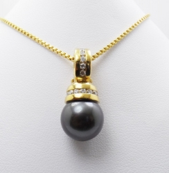 David Yurman 18Karat yellow gold diamond and tahitian pearl pendant. $2750