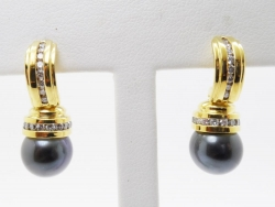 David Yurman 18Karat yellow gold diamond and tahitian earrings. $2000